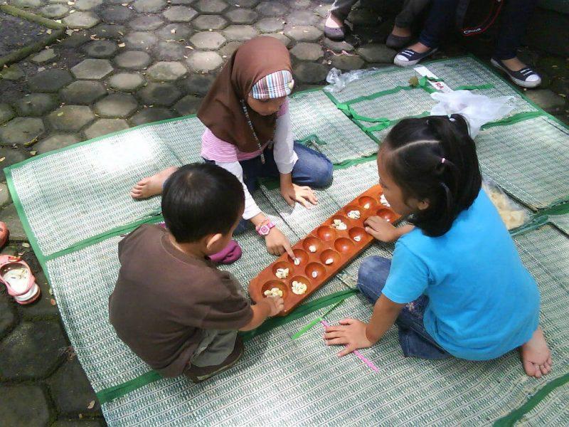 Permainan Congklak Mainan Tradisional Asli Indonesia